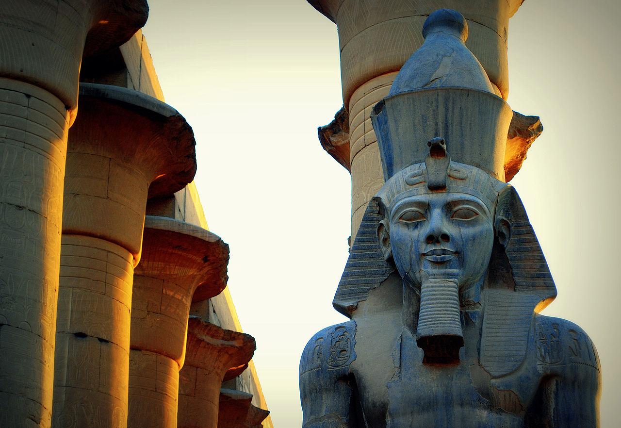 صورة ما معنى فرعون , سبب و اصل التسمية به