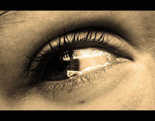 بالصور صور عيون تبكي , عيون جميلة يملؤها البكاء 237 1