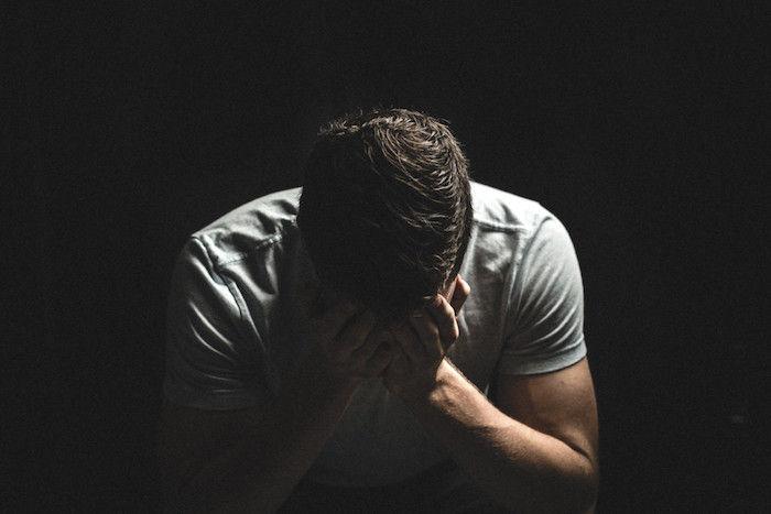 بالصور صور رجل حزين , اقوى الصور المعبرة عن حزن الرجل 5247 10