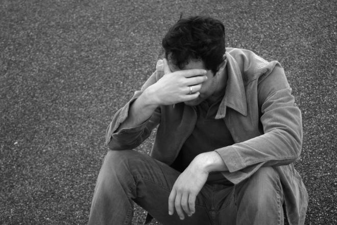 بالصور صور رجل حزين , اقوى الصور المعبرة عن حزن الرجل 5247 7