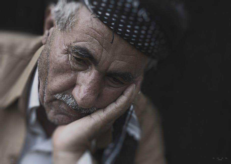 بالصور صور رجل حزين , اقوى الصور المعبرة عن حزن الرجل