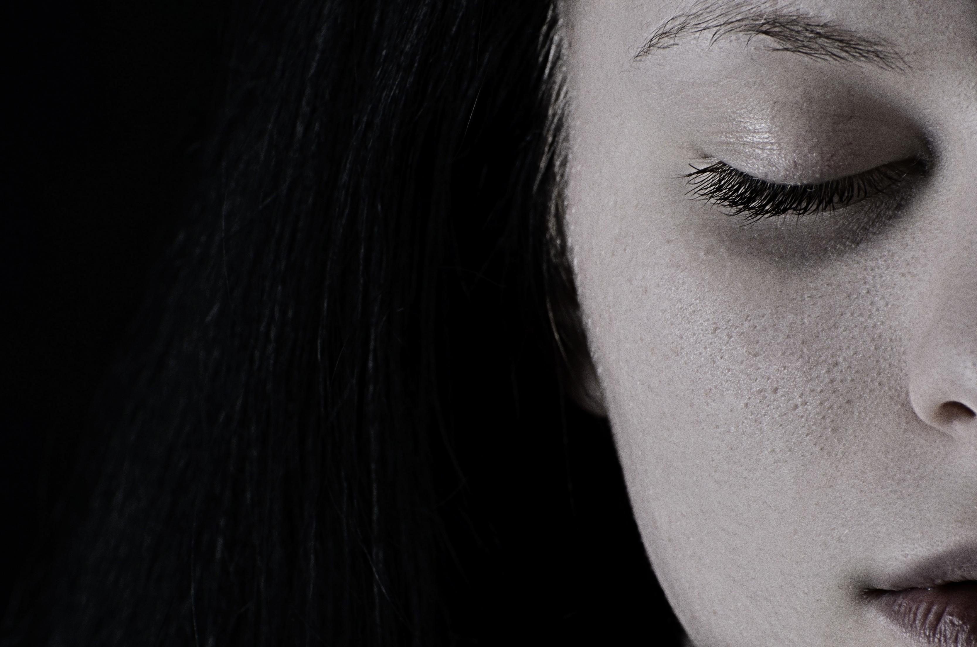 بالصور خلفيات حزينه , صور تعبر عن الحزن للتحميل 5249 8