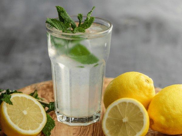 صور فوائد شرب الماء بالليمون , فوائد شرب الليمون مع الماء البارد