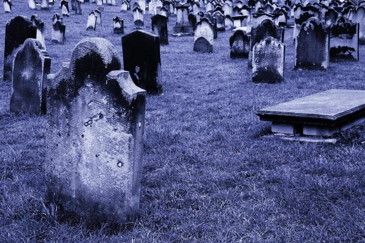 صورة تفسير خروج الميت من القبر في المنام , رؤية الميت في الحقيقة