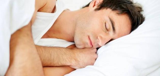 صورة اسباب اهتزاز الجسم اثناء النوم , الوقوع من المكان العالي