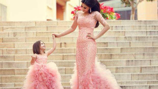 صورة صور بنت مع امها , الاساس هي الام