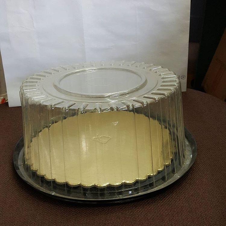 صورة علب كيك بلاستيك , الحلويات و الكيك فالعلب البلاستيك