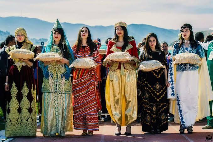 صورة امراة حافظة على تراثها عبر القرون والاعوام, ازياء تقليدية جزائرية